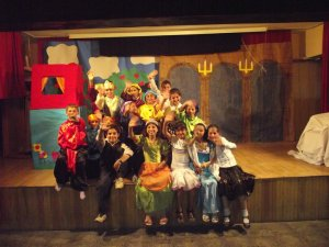 Dinçer's students in the play, in the town of Şanlıurfa